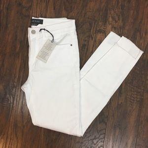 Francesca's Harper White Frayed Hem Jeans NWT. 27